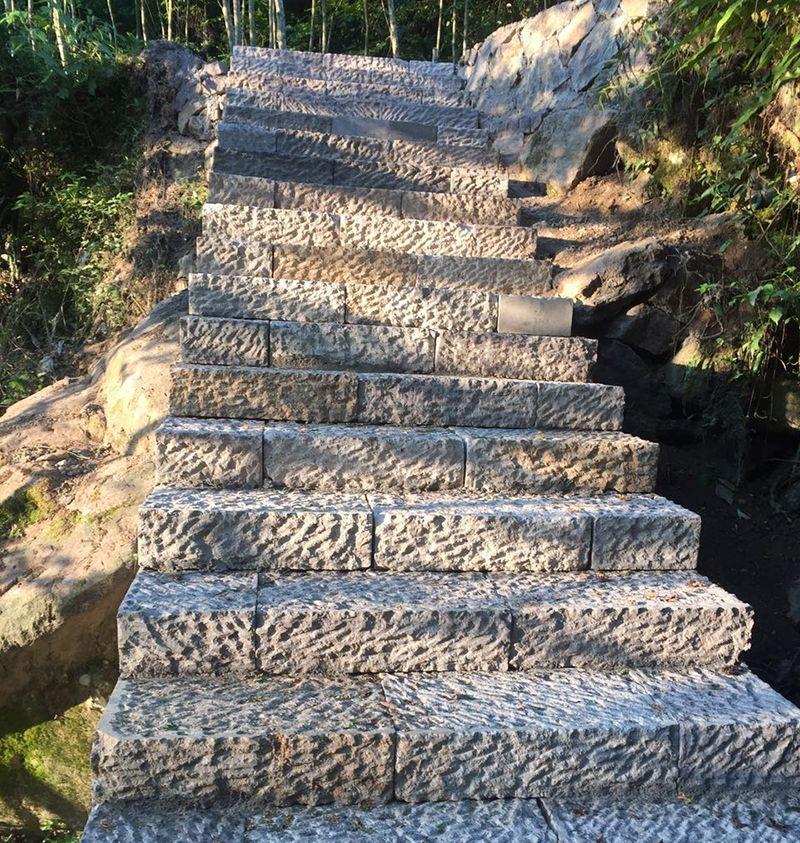 使用高湖石材料,要了解如何正确使用石材养护剂